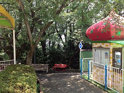 遊園地の避暑スポット。